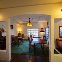 朝食会場はお部屋のすぐ前にございます