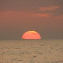 水平線から昇る朝陽は絶景
