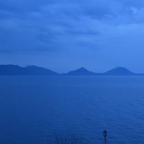 ■夕刻の支笏湖ブルー