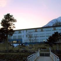 ■丸駒温泉旅館(外観)