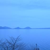 ■支笏湖朝のブルー