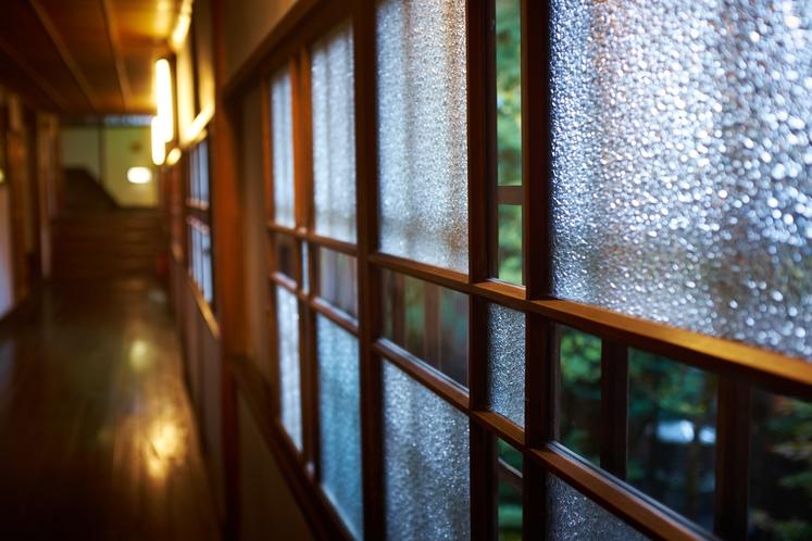 廊下ガラス窓