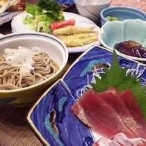 *【夕食例】地もの以外にも、日本海の魚介類などを使ったメニューが加わります。