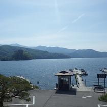 *【周辺】部屋から湖面に映える絶景の朝日や夕日を満喫できるのも当館ならではです。