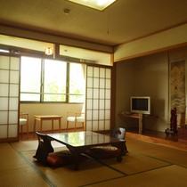 *【部屋】和室10畳/窓からは野尻湖畔の美しい景色が楽しめます。