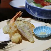*【夕食一例・季節の天ぷら】季節に応じて厳選した食材を天ぷらに。揚げたてをぜひお召し上がりください。