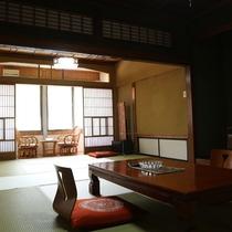 *【客室一例】落ち着いた雰囲気の和室。日々の喧騒から離れてゆったりとした旅をお楽しみください。
