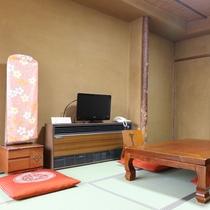 *【客室一例】どこか懐かしい、あたたかみのある雰囲気のお部屋でのんびりまったりとお過ごしください。