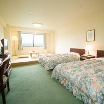 【和洋室】36㎡ツインベッドと6畳の畳のスペースがあるお部屋