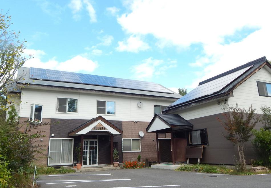 ぺんしょん遊山の全景です。夫婦二人で運営している客室8部屋の小さな宿です