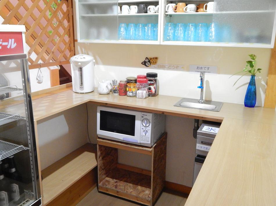 お飲物コーナ。お水・お湯・製氷機・お茶・紅茶・コーヒー・電子レンジ。♪24hご自由にどうぞ♪