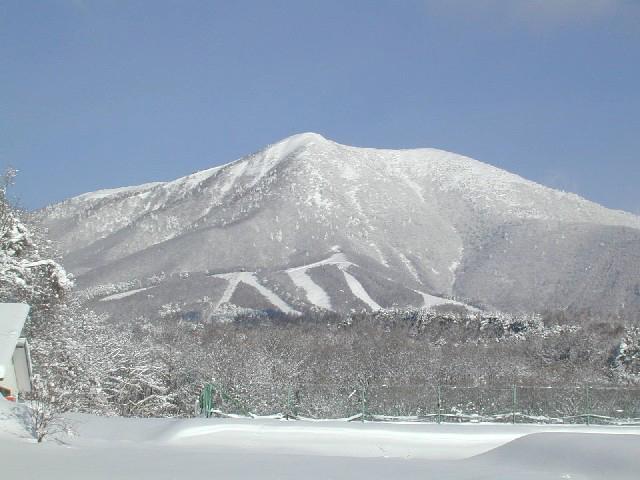 飯綱高原 冬の飯綱山