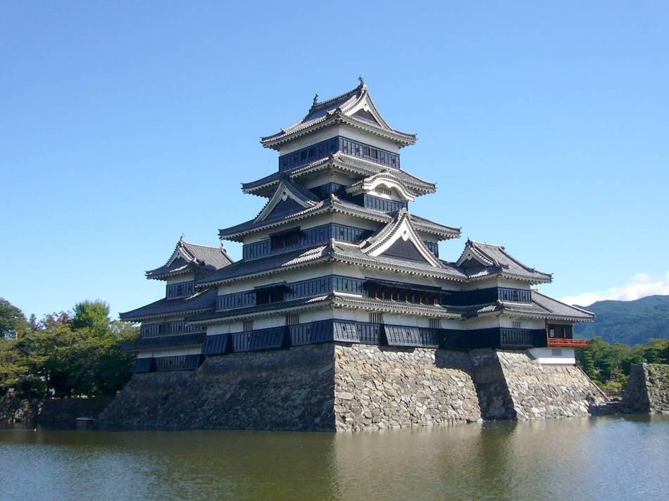 【城跡】松本城(車90分)天守の中を観覧出来ます