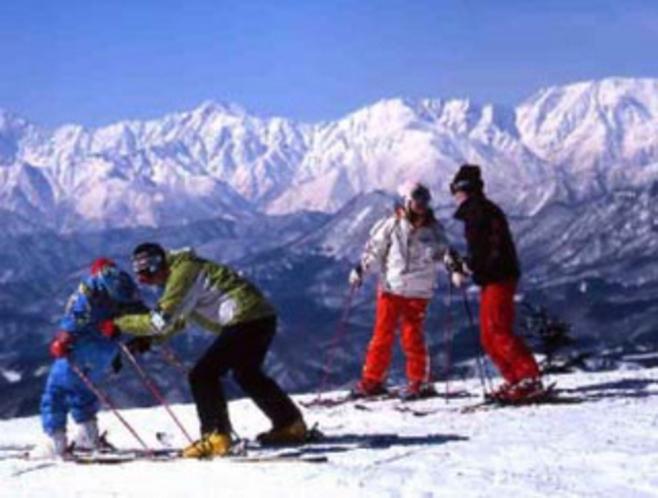 戸隠スキー場(車20分)周辺一番のビッグゲレンデ、雪質もピカイチ。リフト券割引OK