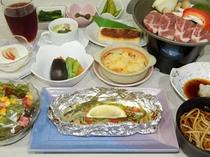 夕食(一例)一度にセットされた和洋折衷料理ですのでお気軽にお楽しみ頂けます。