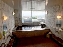 男性専用大浴場!綺麗な景色を楽しみながら疲れを癒して下さい♪