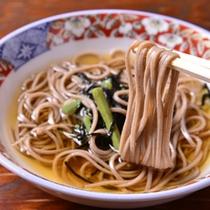 *お夕食一例(山菜そば)