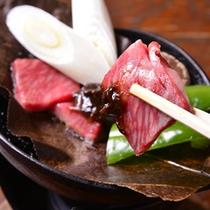 *お夕食一例(飛騨牛の朴葉味噌ステーキ)