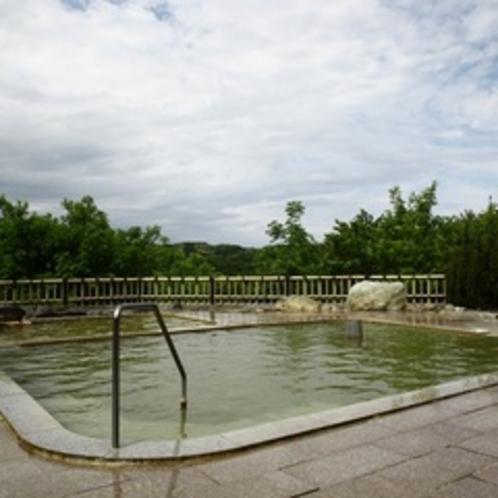 明るい開放感のある温泉露天風呂♪