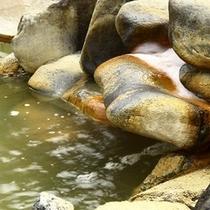 お湯と開放感が評判の温泉露天風呂・イメージ
