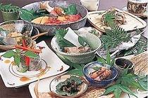 「豪華でなくても温かい山里の旬の食材を
