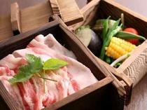 お献立一例〜八鹿豚と夏野菜のせいろ蒸し...