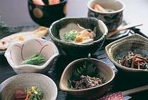 季節の小鉢がならぶ山里の朝ごはん!!