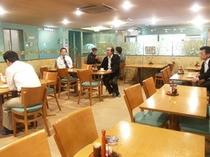 男性フロア食事スペース