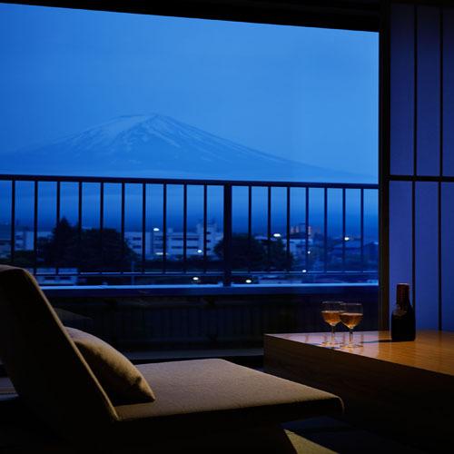 807 17.5TW露天風呂付富士山 窓越しの富士山