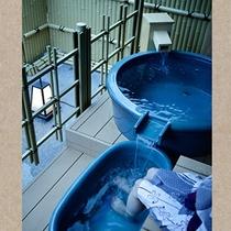 テラスには露天風呂と足湯もご用意