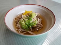 もち麦うどん(きのこ汁)