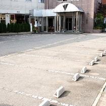 ホテル前平面駐車場