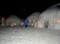 かまくら祭り(会場夜の風景)