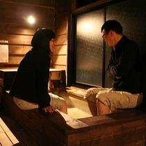 露天風呂付コンドミニアムで足湯をしながら、ゆっくり語らう夫婦の大切な時間
