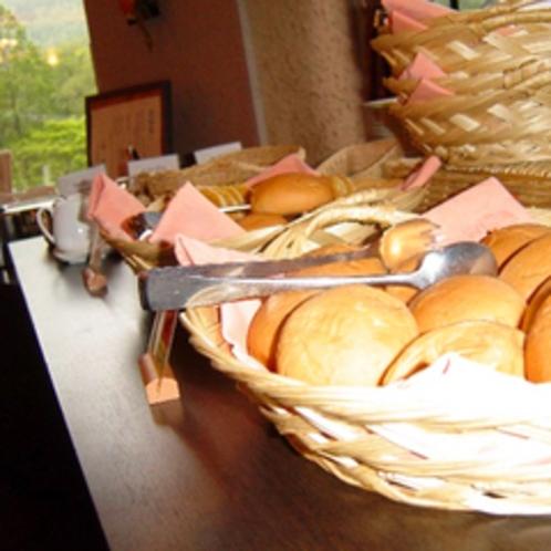 【朝はパン派という方に◎】隣接ホテルのクラッセホテルで朝食バイキング♪