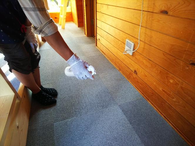 光触媒を使って、お布団やカーテン・カーペットなどの布製品の除菌も行っております。