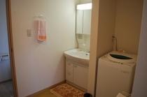 本館コテージ・洗濯機&洗面所