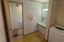 【本館コテージ】洗濯機付の洗面・トイレ室