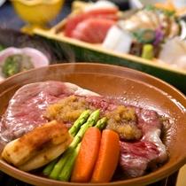 【和牛の陶板焼き】海の幸だけでなく、柔らかくて美味しいお肉を食べたい人におすすめの逸品♪
