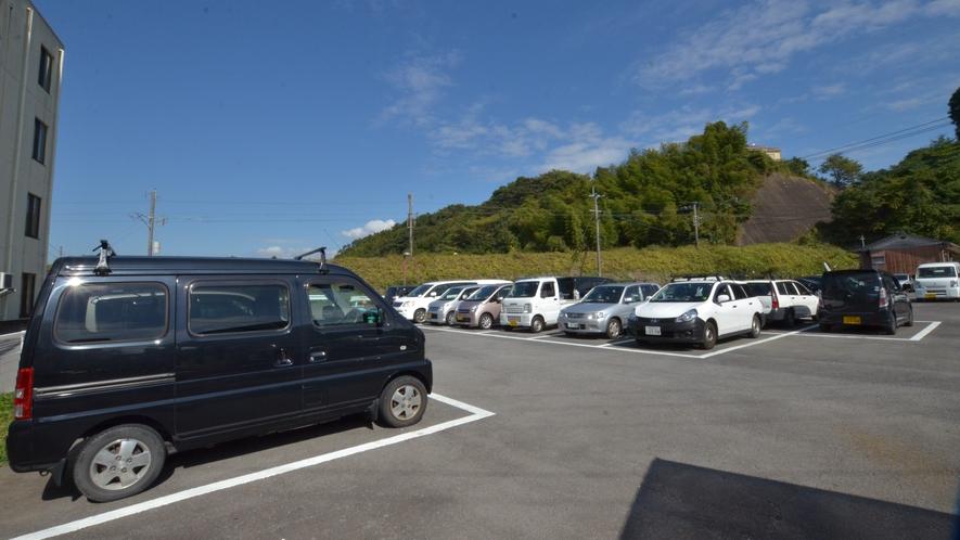 広々とした駐車場(乗用車は無料)