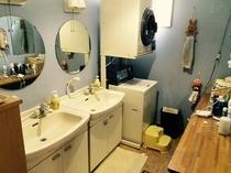 宿内・男性用洗面室