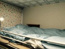 宿内・客室一例/1-2名様用洋室(二段ベッド上段)