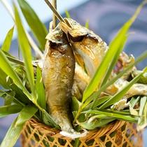 【鮎料理】夏にピッタリ!塩焼きにした熱々の鮎を籠盛りでご用意致します。