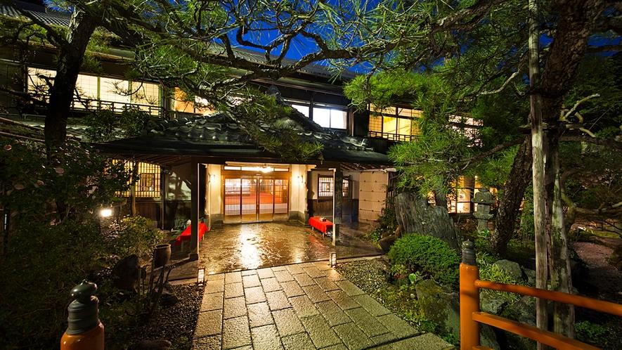 【外観】大阪の静かなまちに佇む旅館。喧騒から離れた穏やかなひと時をお楽しみください