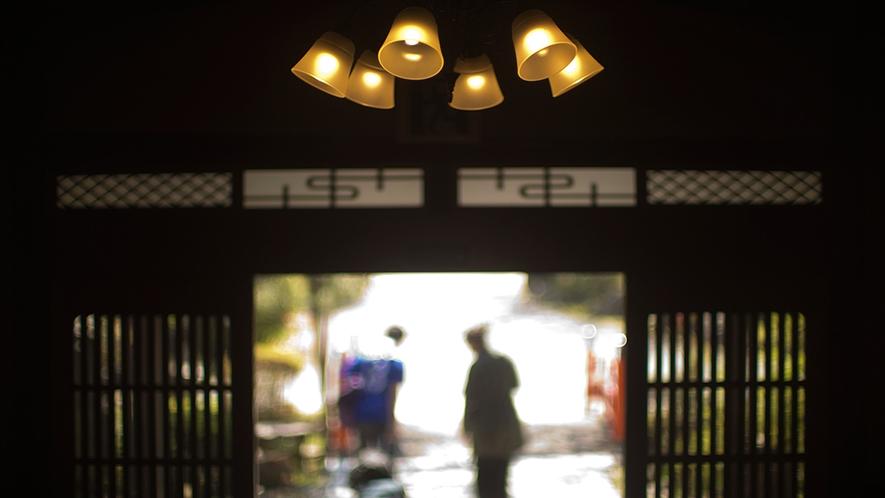 """【館内イメージ】一期一会の出会いに感謝を込めて――""""お客様の旅路に幸多からんことを"""""""