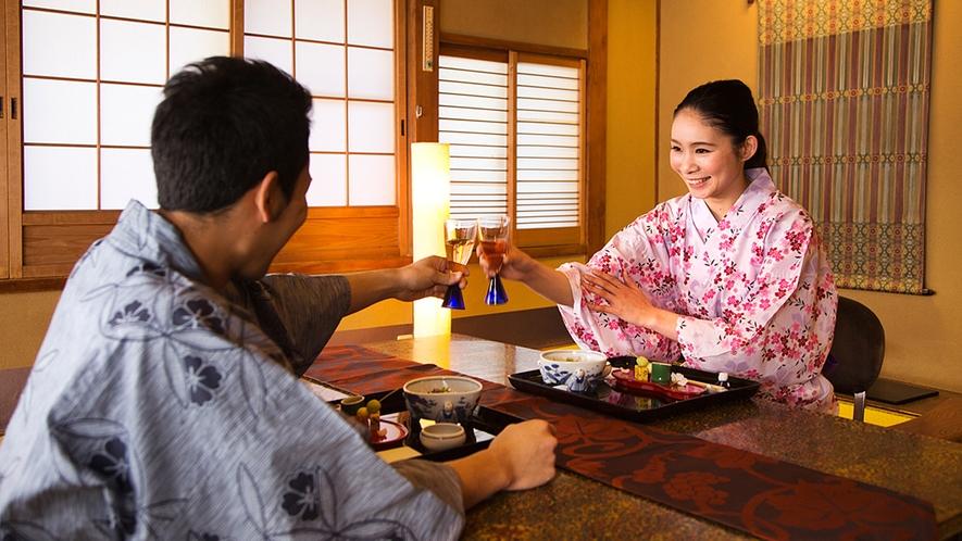 【館内イメージ】今日は優雅に「お部屋食」。誰にも邪魔されない2人だけの時間