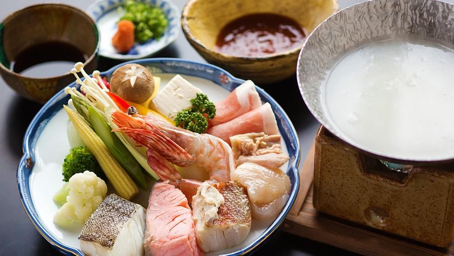 【金剛鍋】南天苑名物の鍋。牛乳で炊き上げ、当館オリジナルの『赤タレ』でお召し上がりください