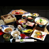 ■【夕食】秋田肉グルメ会席。にぐばり食ねで、野菜もけ!