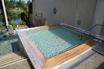 露天ヒノキ風呂