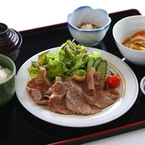 ■ご夕食一例 日替わり定食がお楽しみいただけます。